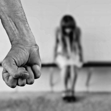Se fa male, non è amore: perché non dovresti restare in una relazione abusiva
