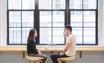 Evitare di trasformare un primo appuntamento in un colloquio di lavoro? Ecco come