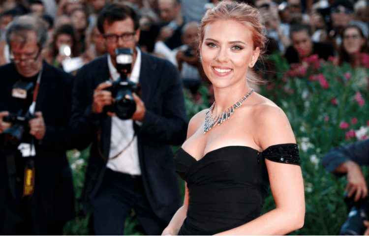 La pelle luminosa di Scarlett Johansson