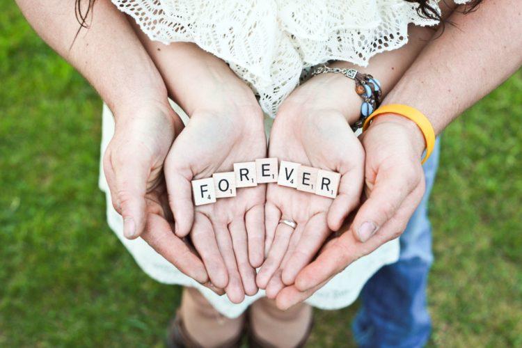 L'amore è psicoterapia naturale. Photocredit: Gabby Orcutt@Unsplash