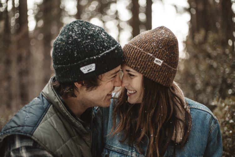 L'amore corre nel solco tra il caso e l'impegno - Photocredit: Savs@Unsplash