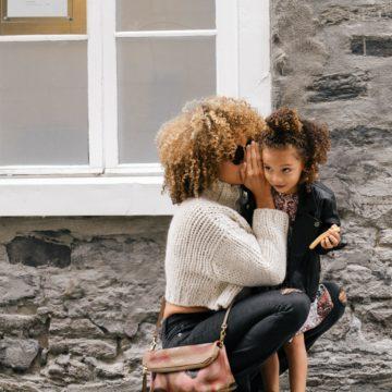 """Mamme mammocentriche, mamme giuste, mamme sbagliate: perché ho scelto di essere una mamma """"giusta per me""""."""