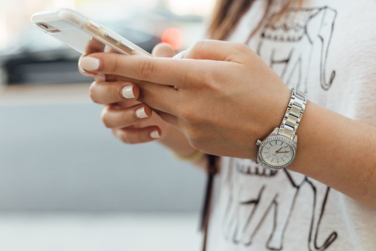 4 segnali quasi infallibili che il tipo con cui stai chattando ha un profilo falso