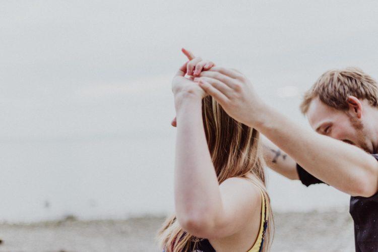 5 caratteristiche non fisiche che gli uomini adorano nelle donne