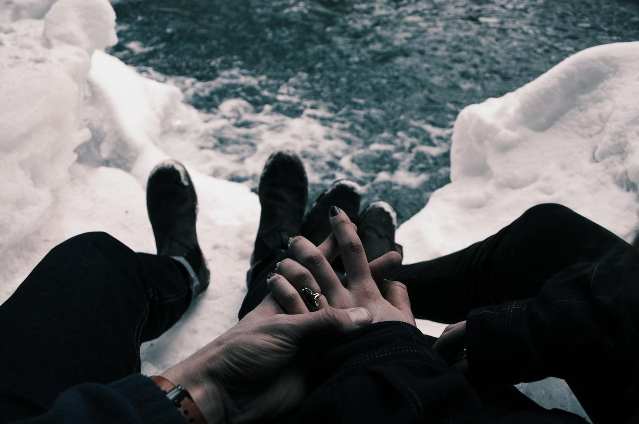 hands-1246598_1280